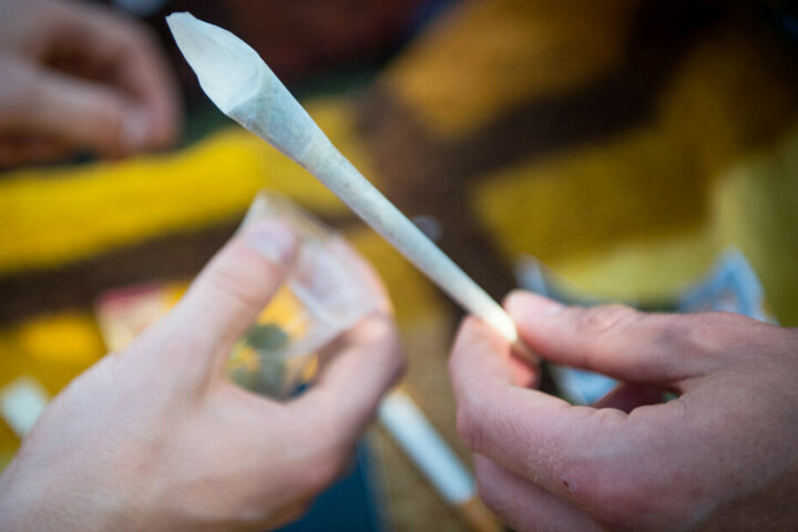 Die Versorgung von Schwerkranken mit Cannabis in der Landeshauptstadt steht im Fokus. (Symbolbild)