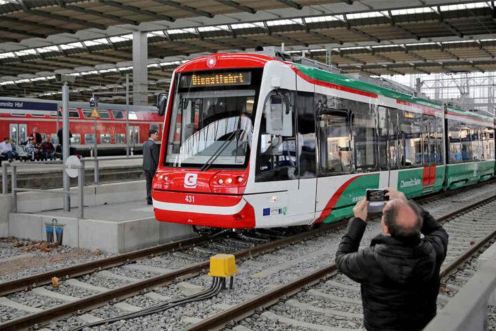Die Fahrt endet für die Bahnen bislang im Hauptbahnhof, ab Oktober geht es dann bis zur Zentralhaltestelle.