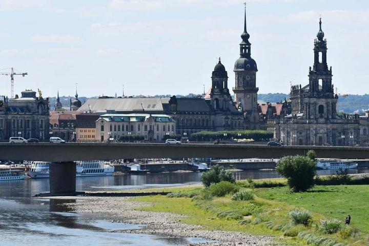 Trotz des momentanen Pegeltiefstandes hofft die Wirtschaft auf mehr Güterverkehr auf der Elbe.