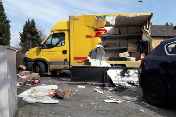 Sämtliche Pakete fielen auf die Straße.