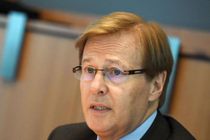 Justizminister Peter Biesenbach hätte dem Top-Manager in dieser schweren Zeit gerne einen Lappen und Putzmittel gegeben - wenn er sich schon damals beschwert hätte!