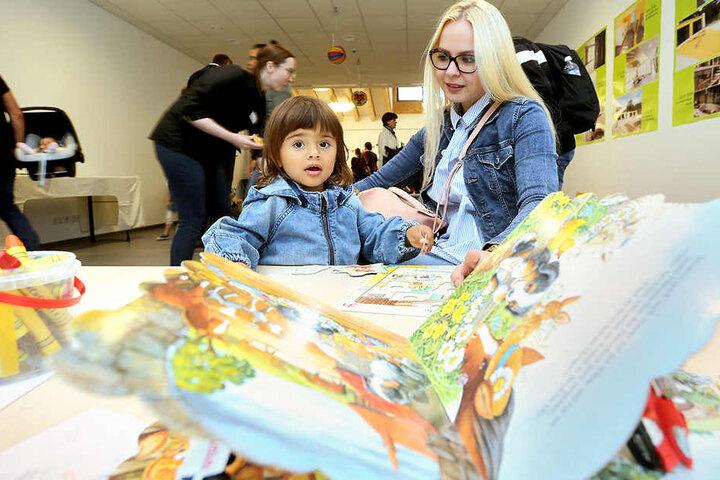"""Selina Krauß (22) freut sich über die neue Kita """"Campulino"""", in die ihre Tochter Meliah (1) jetzt geht."""