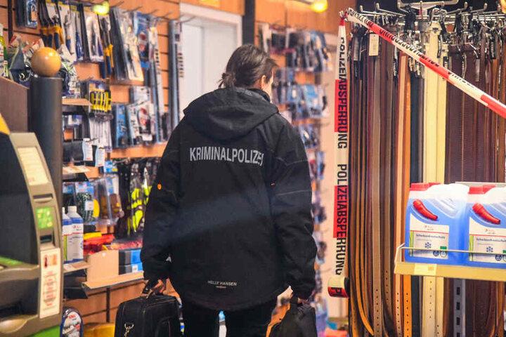 Die Kriminalpolizei sichert Spuren.