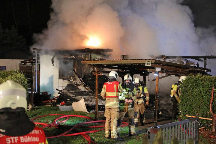 Feuerwehrleute mit Atemschutzmasken waren vor Ort im Einsatz.