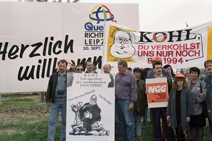 Es gab aber auch Kritik an Kohls Politik, vor allem wegen der zunächst ausbleibenden blühenden Landschaften.
