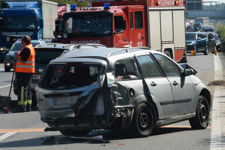 Der Verkehr staute sich vor der Unfallstelle.