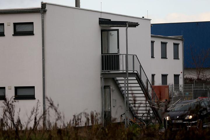 Blick auf eine kommunale Unterkunft, in der neben Flüchtlingen auch Obdachlose untergebracht sind.