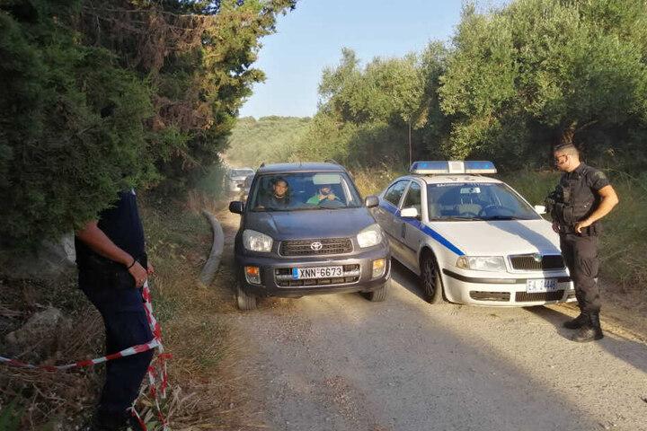 Nach dem Leichenfund suchte die Polizei die ganze Umgebung nach Spuren ab.
