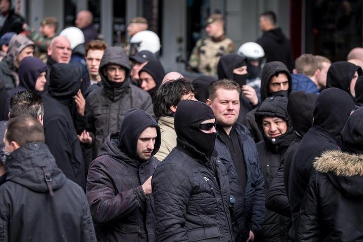 Oft genug benutzen Hooligans den Fußball als Bühne für Gewalttaten.