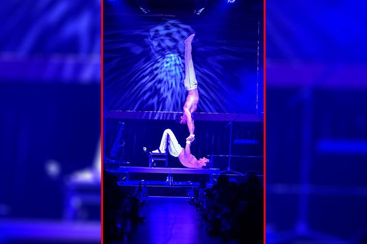 """Bei der komplizierten Hand-auf-Hand-Akrobatik des italienischen """"Duo Marton"""" stockte den Gästen der Atem."""
