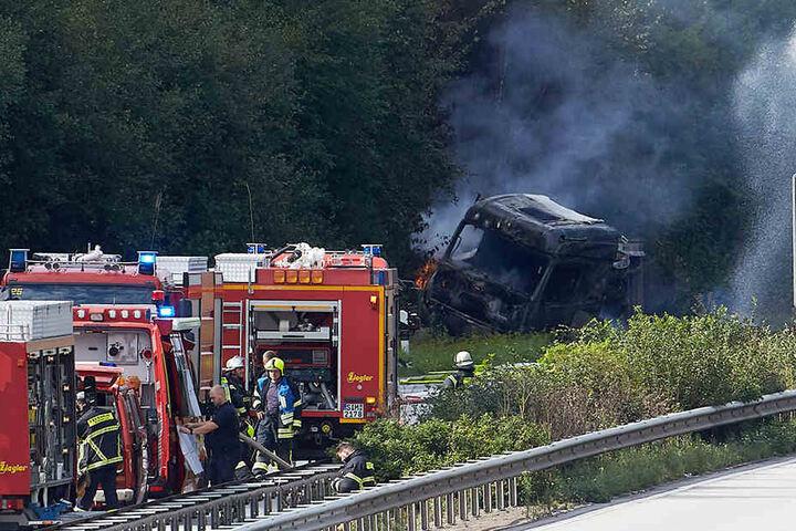 Der Fahrer des Lastzugs wurde leicht verletzt.