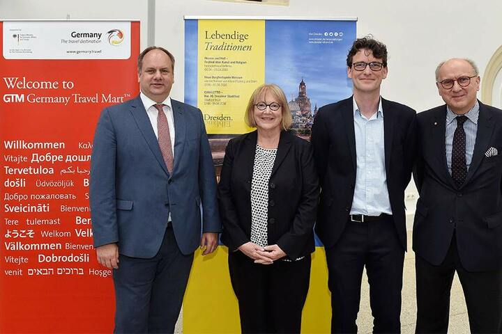 Freuen sich auf den GTM: OB Dirk Hilbert (FDP, v.l.), Veranstalterin Beate Kilian, Dresdens Marketing-Chef Kai Schulz und Sachsens Marketing-Chef Hans-Jürgen Goller.