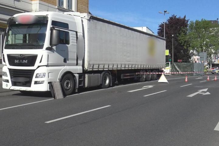 Der 82-Jährige war von diesem Lastwagen erfasst worden.