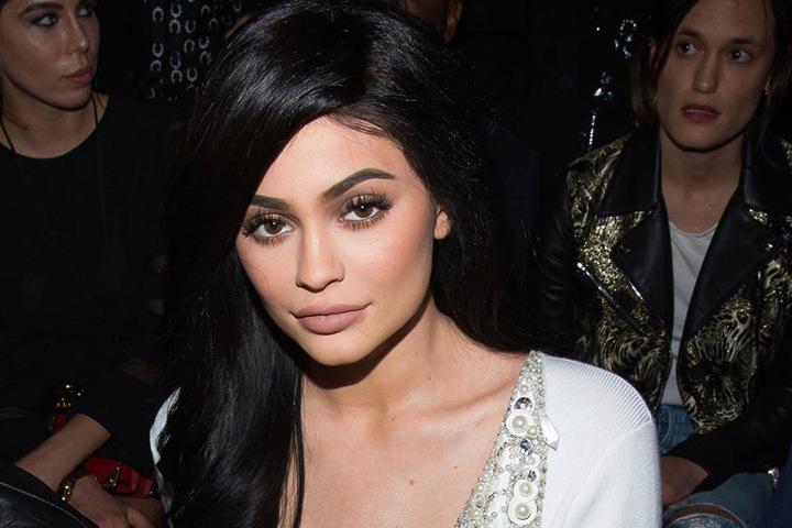 Kylie Jenner war ohne ihre berühmten Schwestern unterwegs.