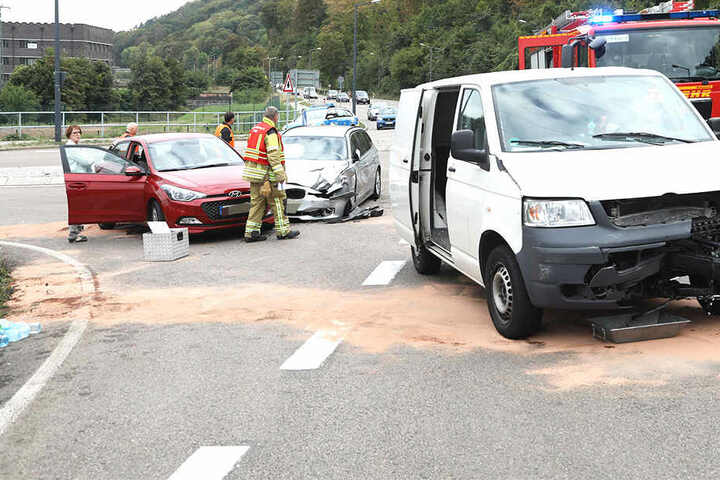 Eine Person wurde bei dem Crash verletzt.