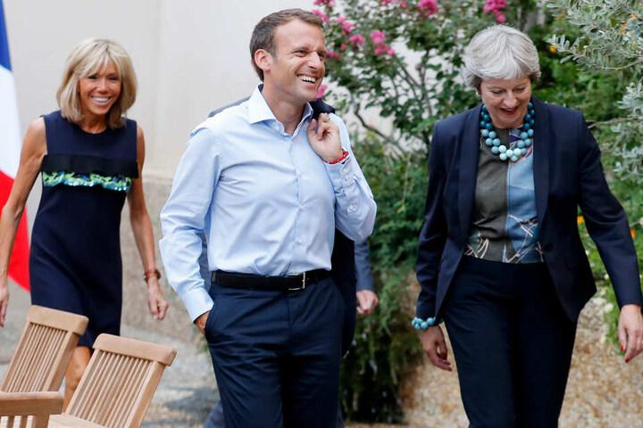 Gute Laune beim Brexit-Treffen zwischen dem französischen Staatschef Emmanuel Macron (Mitte) und Großbritanniens Premierministerin Theresa May (rechts) am Freitag.