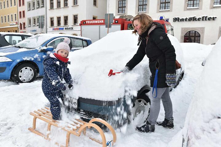 Einige Freiberger freuen sich auch über den Schnee.
