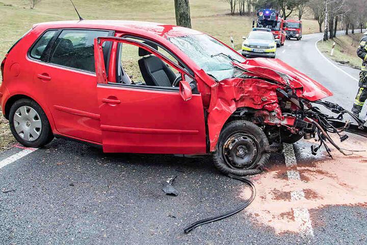 Der Fahrer wurde bei dem Unfall schwer verletzt.