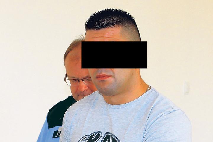 Jaroslaw C. (26) kam noch in Handschellen, konnte das Gericht aber als freier  Mann verlassen.