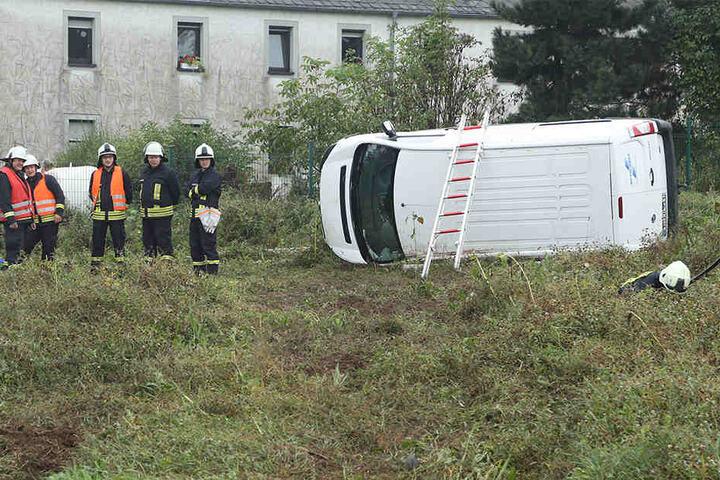 Der Transporter überschlug sich und landete auf der linken Seite.