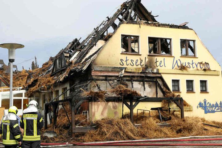 Ein Großbrand hat das Hotel komplett zerstört.