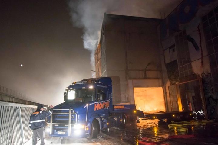 Das Feuer ist in den Morgenstunden in einer Autowerkstatt ausgebrochen.