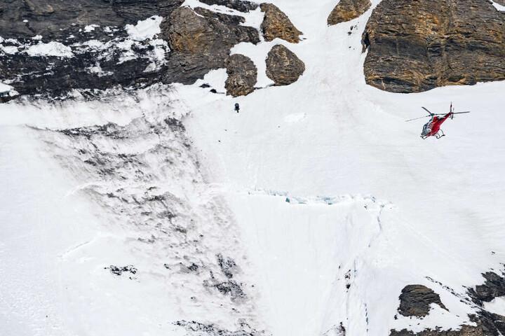 Der 54-jährige Skifahrer aus dem Ortenaukreis in Baden-Württemberg stürzte über 100 Meter durch felsiges Gelände. (Symbolbild)