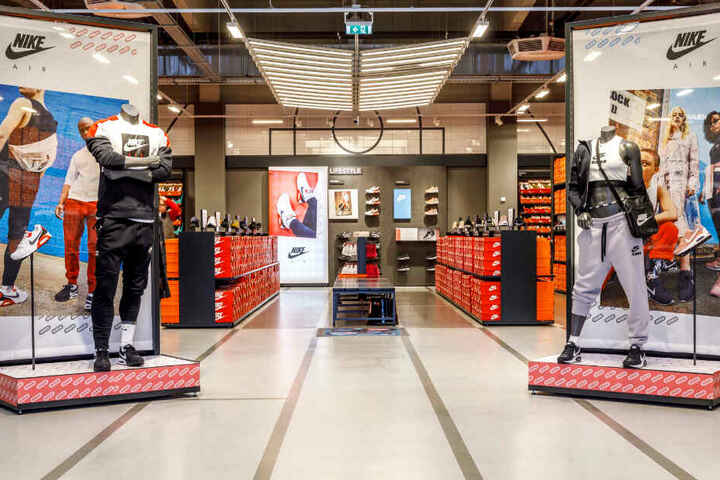 Im NIKE Factory Outlet werden Sport- und Sneakerfreunde mit Sicherheit fündig.