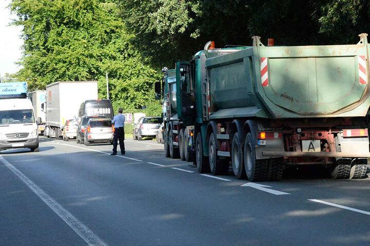 Die Ampeldurchfahrt wurde während der Unfallaufnahme von der Polizei geregelt.