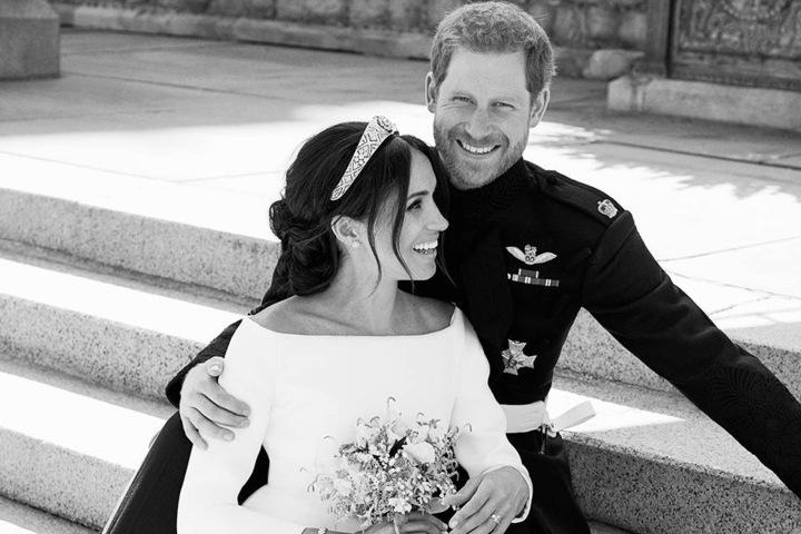 Das Paar in einem wunderschönen Schwarz-Weiß-Porträt.
