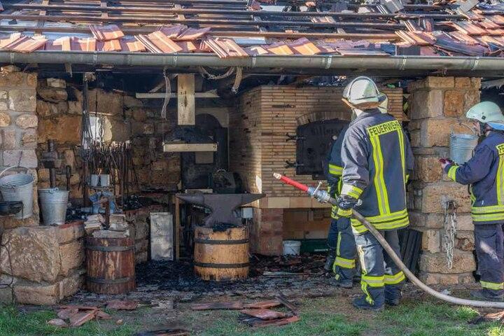 Die Schmiede wurde erst vor kurzem fertig und wurde nun durch das Feuer erheblich beschädigt.