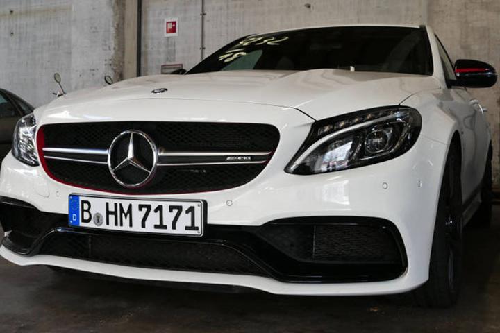 Die Vorderansicht des Mercedes AMG...