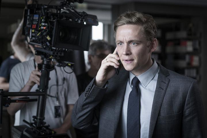 Schweighöfer spielte den Berliner Hotelmanager Lukas Franke, dessen Leben nach einem hackerangriff aus den Fugen gerät.