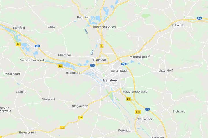 Die Polizei hat auf der A73 bei Bamberg eine Frauenleiche in einem Auto gefunden.