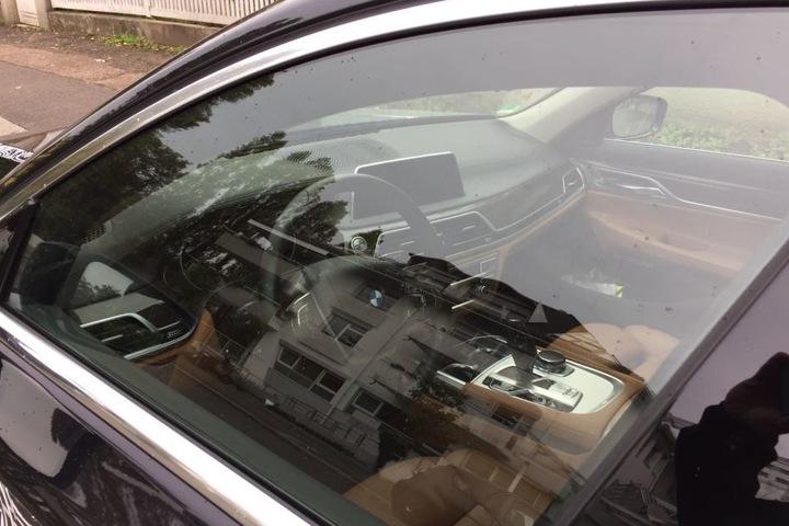 Von innen sieht der BMW luxuriös aus.