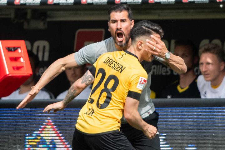 Der Trainer und sein Matchwinner: Cristian Fiel und Baris Atik jubeln nach dem Ausgleich.