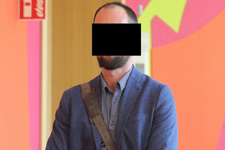 Frauenarzt Jaroslav H. (36) muss sich wegen fahrlässiger Körperverletzung vor dem Dresdner Amtsgericht verantworten.