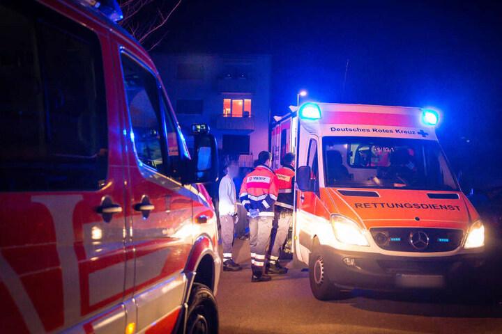 Der junge Mann wurde mit leichten Verletzungen in ein Krankenhaus gebracht.