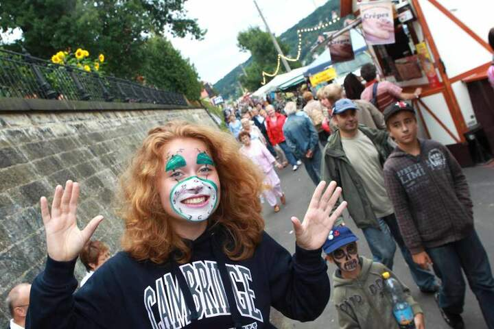 Kanu-Aktiv-Tours, Musik, Zauberkunst und vieles mehr gibt's bis Sonntag beim Inselfest in Laubegast.