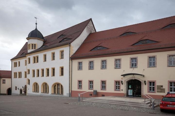 Das zum Rathaus umfunktionierte Rittergut von Limbach-Oberfrohna ist zu klein geworden.