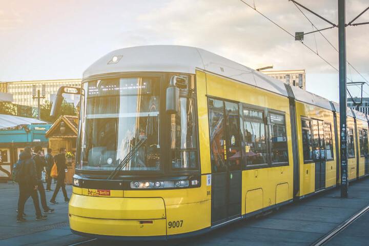 Es gibt an 686 Ticketautomaten der Berliner Verkehrsbetriebe neben Fahrscheinen auch Hörbücher zu kaufen. (Symbolbild)