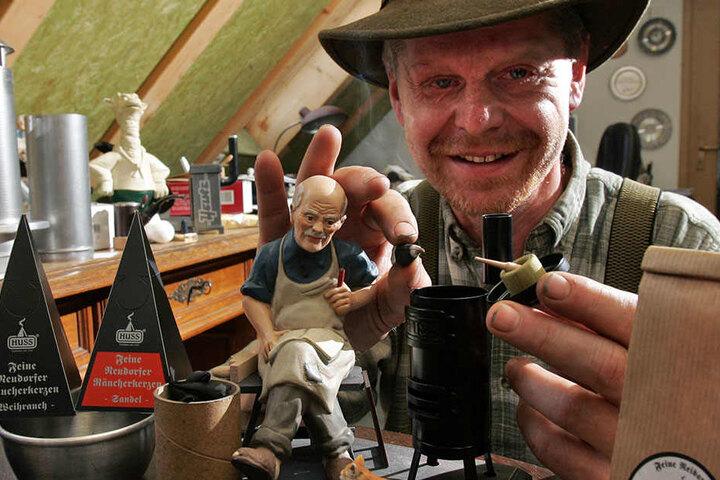 Für den Neudorfer Jürgen Huss (57) steht der Duft seiner Räucherkerzen im  Vordergrund.
