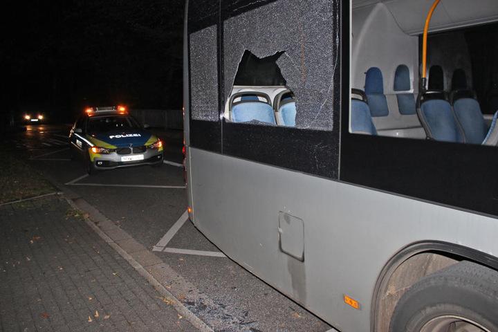 Auch am Montagabend (24. September) gegen 22 Uhr wurden zwei Busse beschädigt.