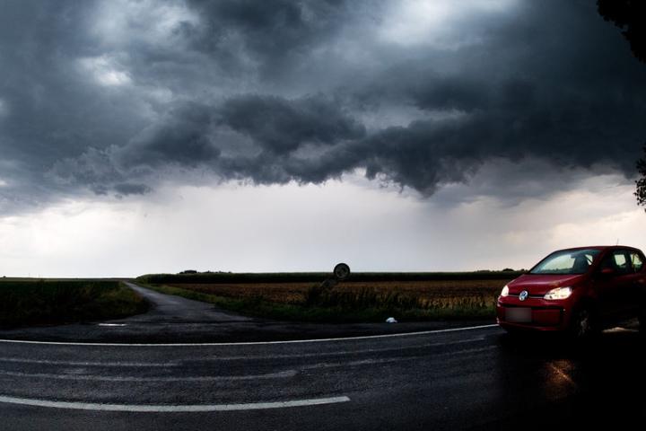 Die kurzzeitigen, aber heftigen Gewitter richteten in Mitteldeutschland keine größeren Schäden an.