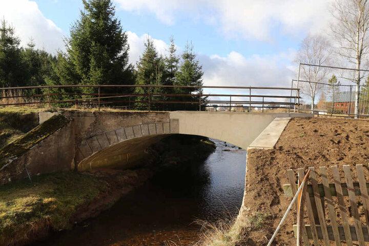 """Die Grenzbrücke von Kühnhaide schaffte es auch in die Sendung """"Extra 3""""."""