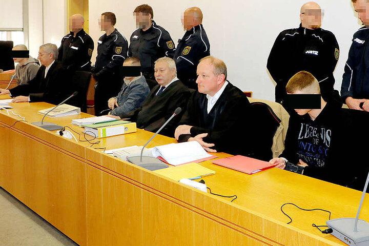 Die drei Angeklagten müssen sich seit 5. Dezember vor Gericht wegen gemeinschaftlichen Mordes verantworten.