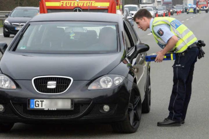 Am Mittwoch hielt die Polizei zahlreiche Gaffer an. Gegen einige wurden mittlerweile Strafverfahren eingeleitet.