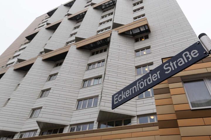 Die Frau starb in diesem Wohnhaus in der Eckernförder Straße.
