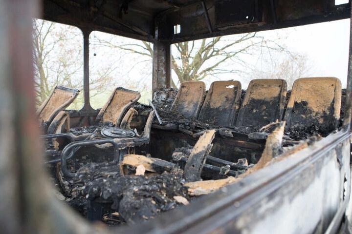 Von den Sitzen im Bus blieb nach dem Feuer nicht mehr viel übrig.