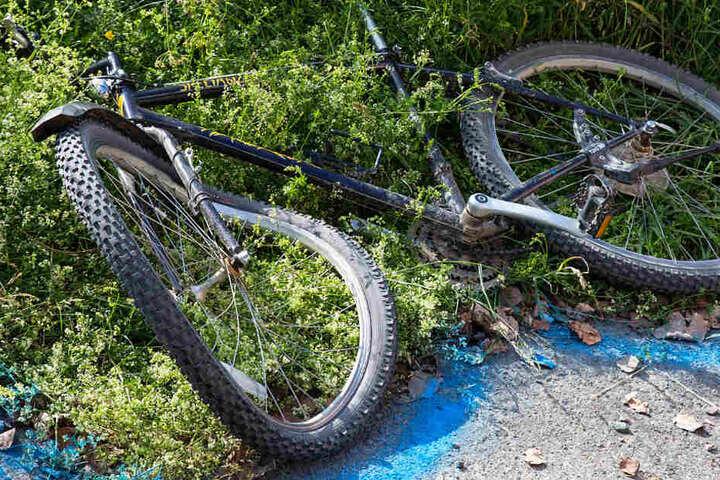 Das Bild zeigt das Fahrrad der verunglückten Bikerin.
